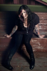 Mia Tyler - Evil Pawn Jewelry - Through The Looking Glass Necklace